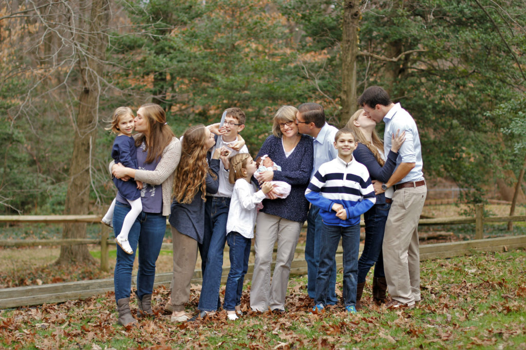 family photos kissing